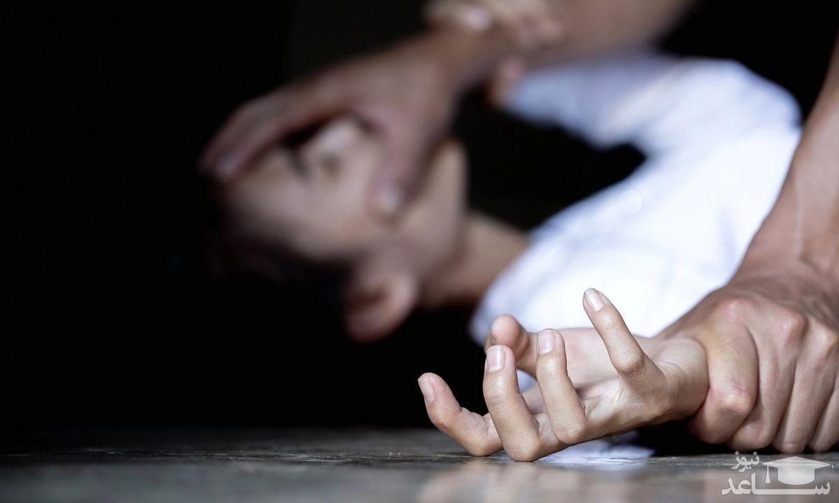 تجاوز دکتر زیبایی به زن جوان / پرستار جوان به انتشار فیلم برهنه اش تهدید شد + عکس