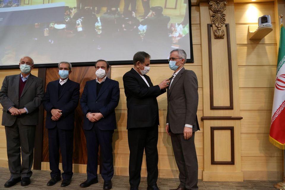 رسیدن مدال افتخار ملی صادرات به ذوبآهن اصفهان