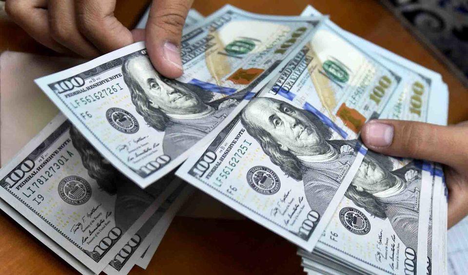 قیمت دلار در بازار امروز 12 مهرماه به کدام سمت می رود؟   دلار نزولی می شود؟