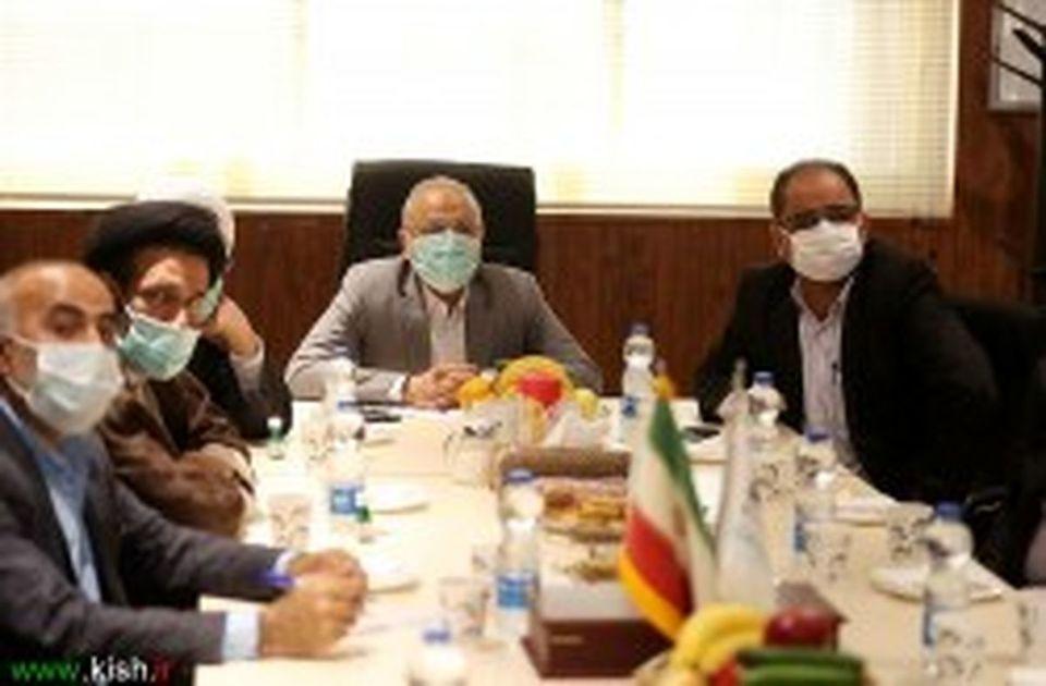 دیدار اعضای کمیسیون صنایع و معادن از یک شرکت بزرگ تولید دارو در کیش