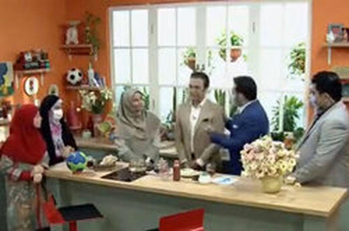 بغل کردن مهمان خانم برنامه توسط اقای مجری در انتن زنده جنجالی شد + فیلم دیده نشده