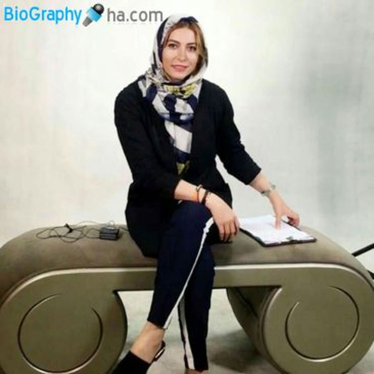 فریبا نادری   جنجال عکس لورفته از ماشین میلیاردی و لوکسش + عکس نامتعارف