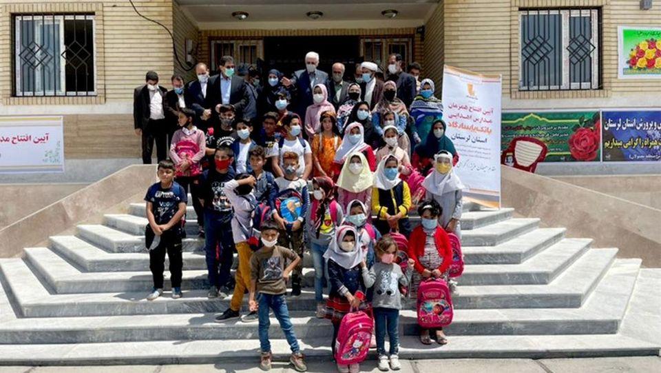 بانک پاسارگاد فضای آموزشی شایسته ای در اختیار فرزندان روستای دمرود علیا قرارداد