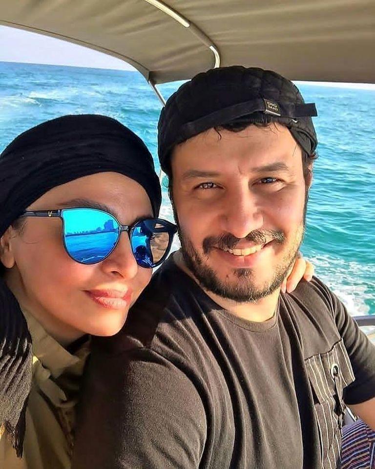 تیپ لاکچری همسر جواد عزتی در ماشین لوکس + عکس