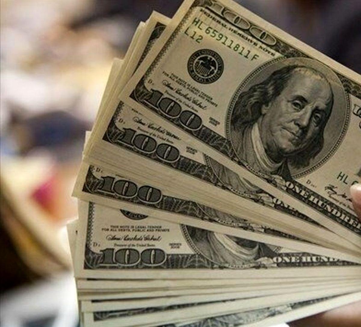 دلار گران شد   سه شنبه 28 مرداد