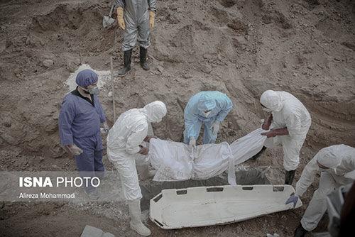 تصاویری دردناک از محل دفن قربانیان کرونا